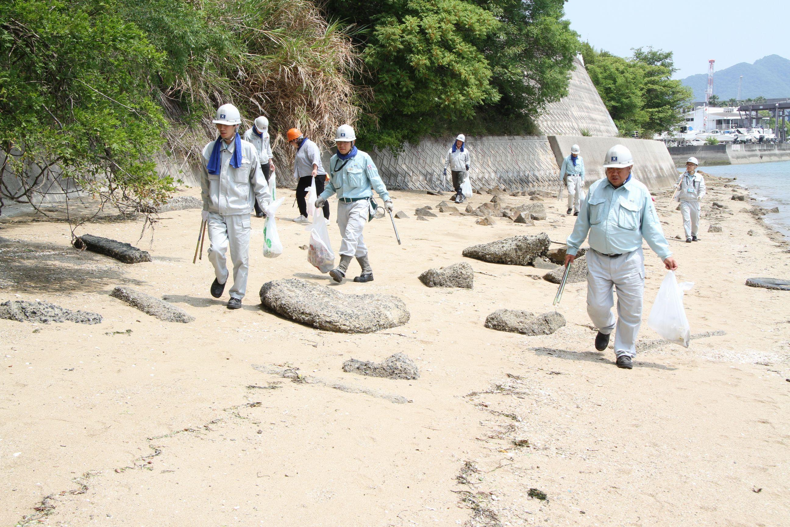 ツネイシクラフト&ファシリティーズ 「海ごみゼロウィーク」にあわせ浦崎海岸の清掃活動を実施